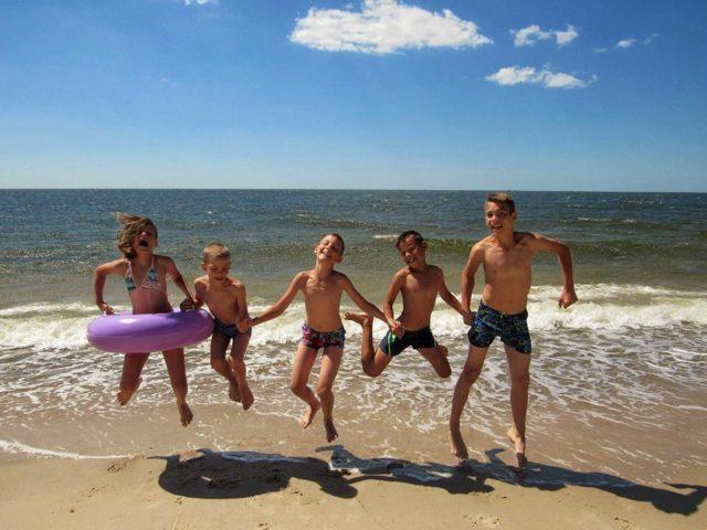Barnens Ambassads sommarläger vi havet.